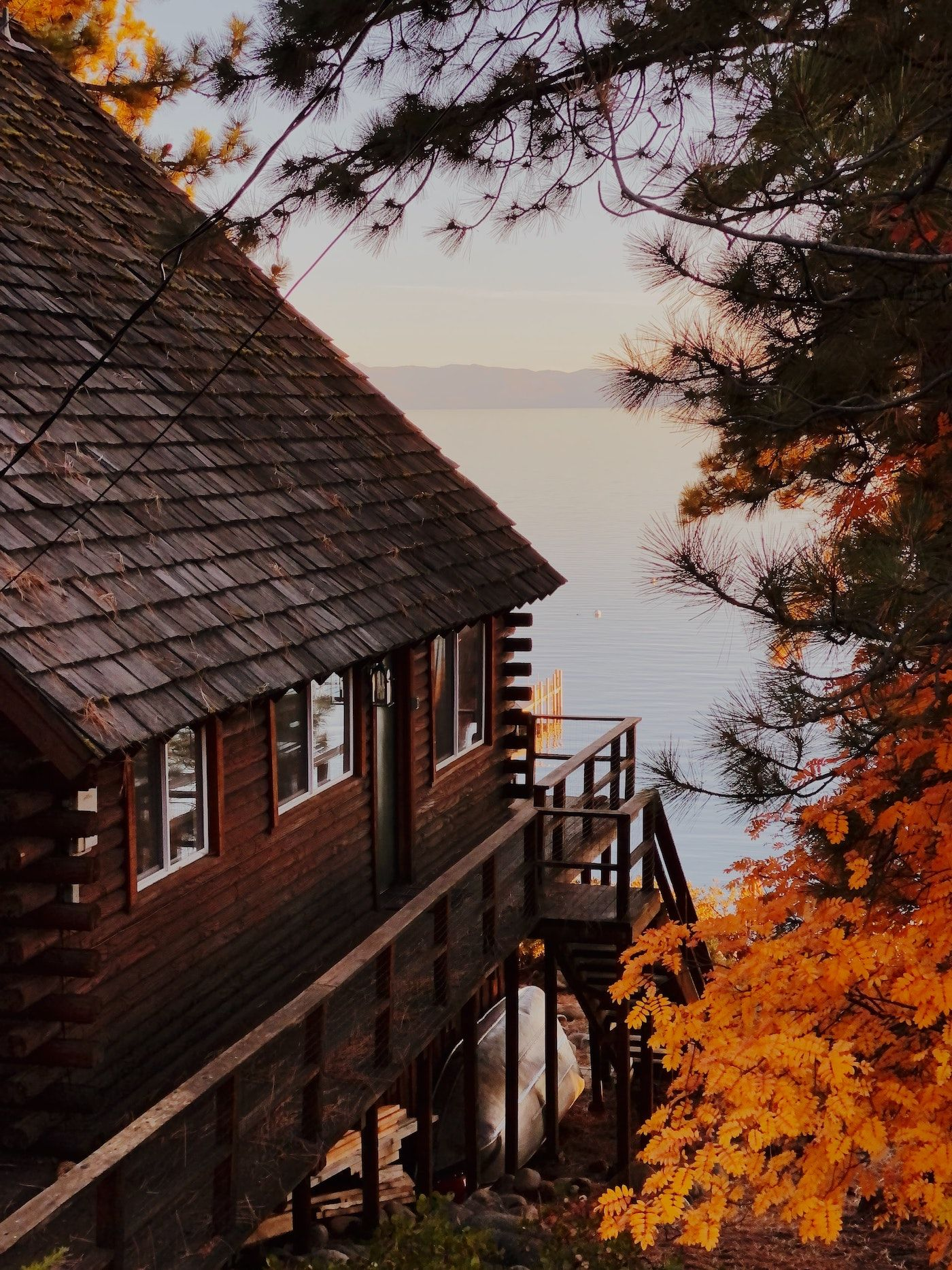cabin on the lake__how to plan a corporate retreat_flok